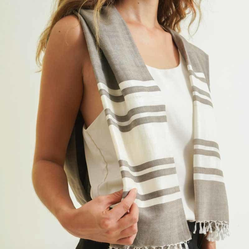 foulard pour femme fait à la main en coton et en soie
