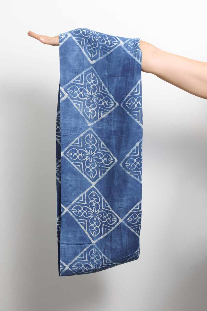 mode ethique femme accessoire foulard soie coton artisanal teinture batik indigo naturel