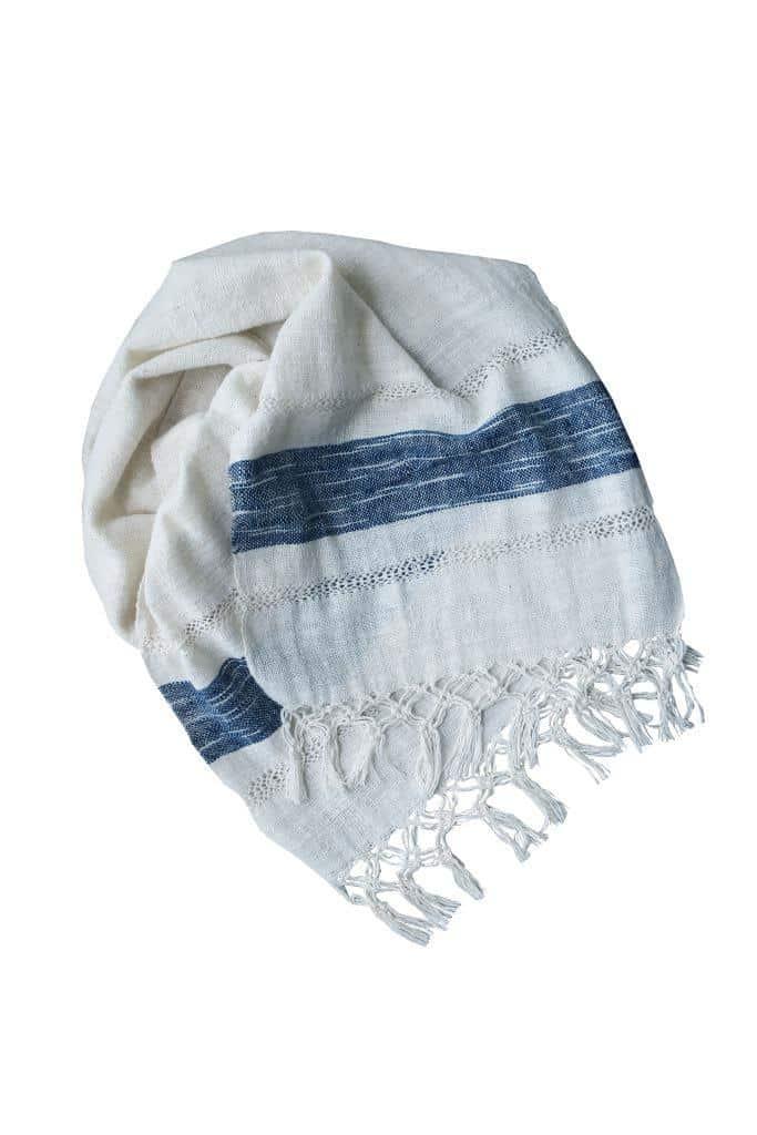 Echarpe blanche et bleue en coton bio tissée à la main