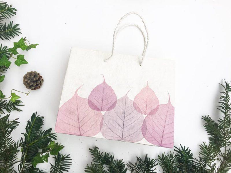 Sac cadeau artisanal pour Noël - Feuilles rose