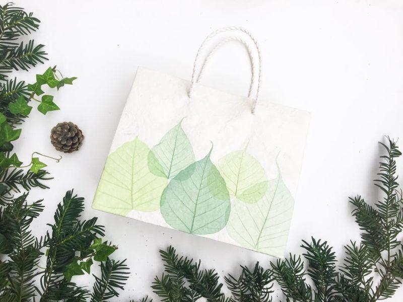 Sac cadeau artisanal pour Noël - Feuilles vertes