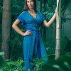 MUUDANA-Mode eco responsable-Robe Angkor-Coton et soie-Couleur Bleue-Vue face jardin tropical - Vertical