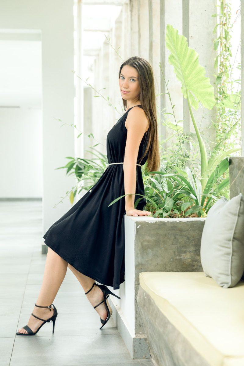 MUUDANA-Mode eco responsable-Robe Apsara-Coton et soie- Couleur Noir-Vue coté-Avec ceinture - Vertical