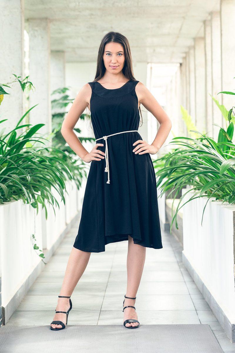 MUUDANA-Mode eco responsable-Robe Apsara-Coton et soie- Couleur Noir-Vue face-Avec ceinture - Vertical