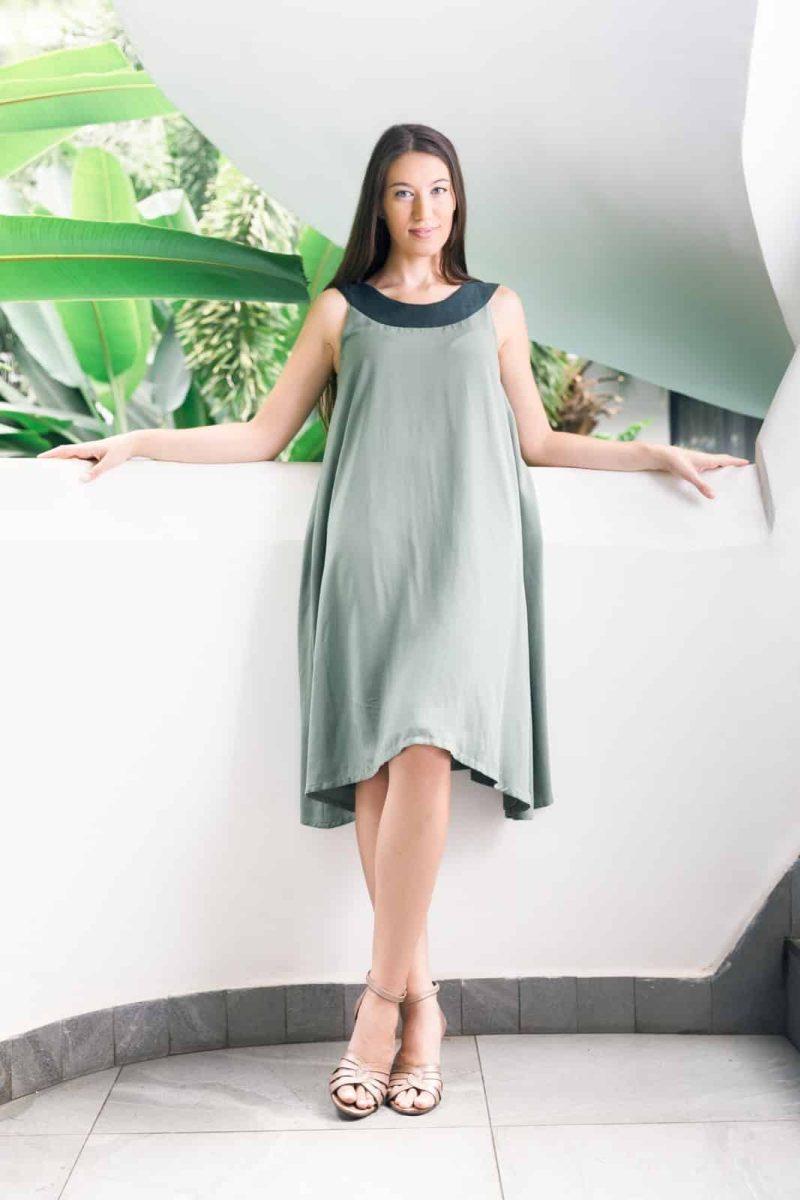 MUUDANA-Mode eco responsable-Robe Apsara-Coton et soie- Couleur Vert-Vue face-Sans ceinture - Vertical