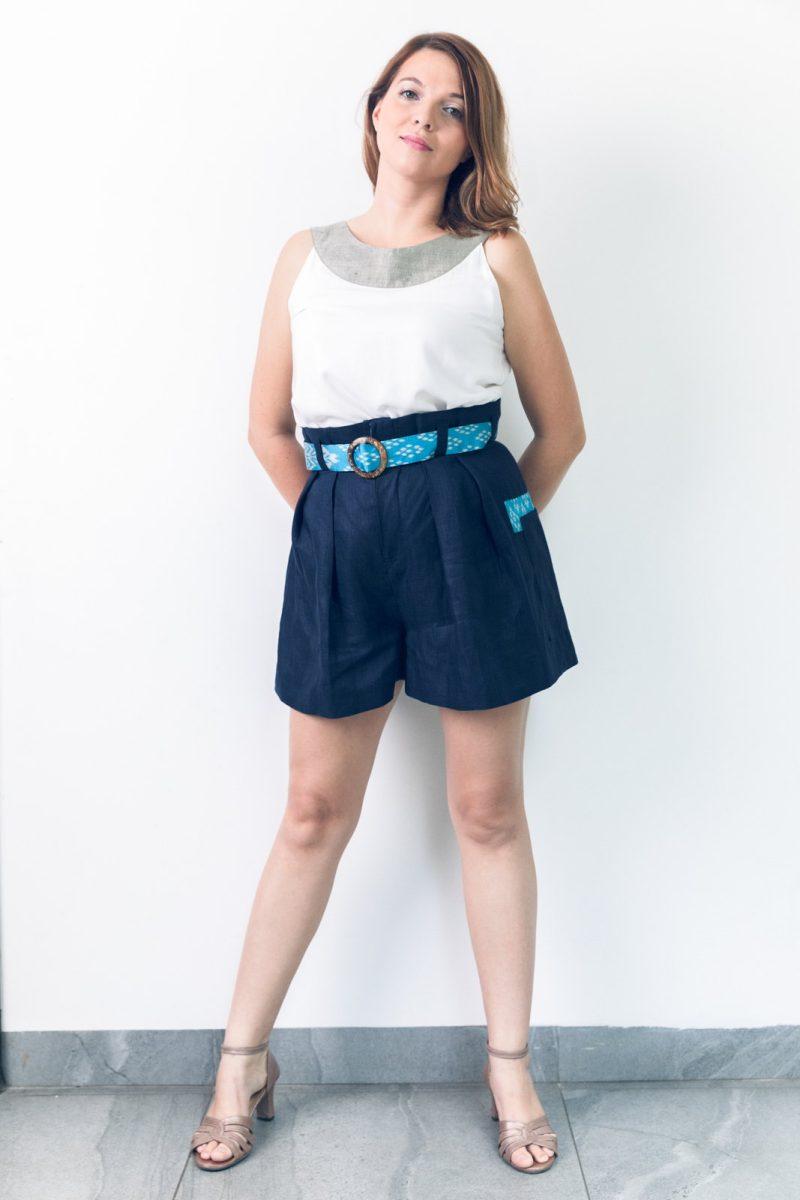 MUUDANA-Mode eco responsable-Short Tonle-Lin et soie- Couleur Bleu-Vue face avec Top Apsara - Vertical