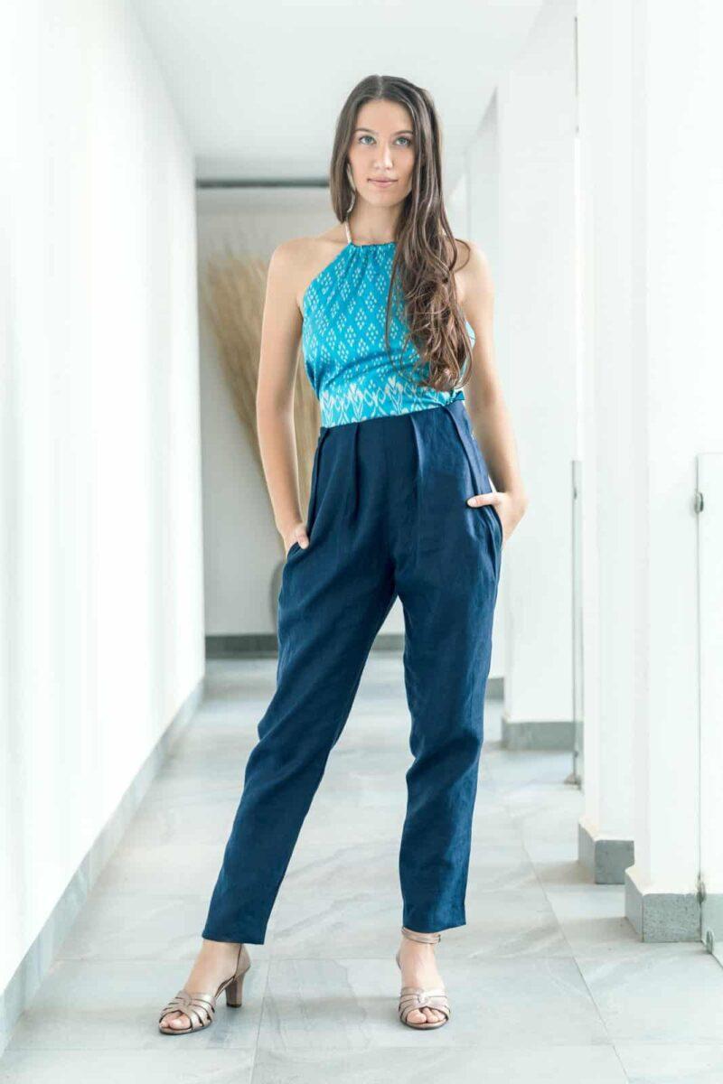 MUUDANA-Mode eco responsable femme-Pantalon cigarette Bassac-Lin et Soie tisse main-Motif Ikat-Couleur Bleu-vue face - Vertical