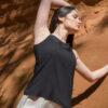 femme portant top apsara soie noir