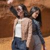 deux femmes portant veste motif ethnique